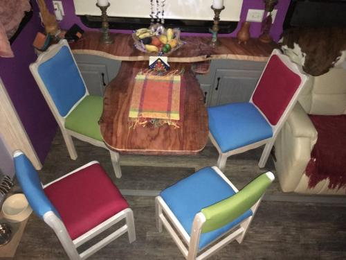 4chaises-table