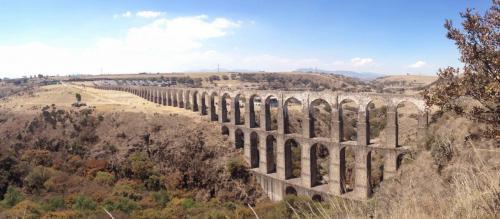 Ancien aqueduc/Arcos del Sitos, Mexico
