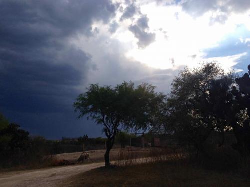 l'orage s'en vient